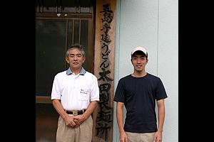 左側がお父さんです